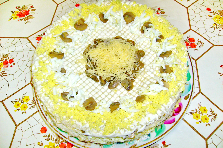 Рыбный торт из вафельных
